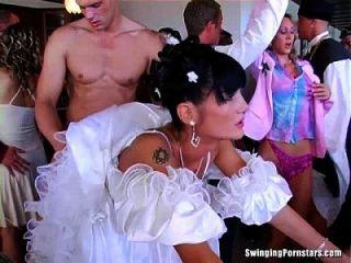 妓女吸和他媽的在婚禮