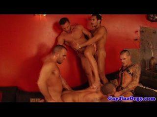 lucio圣徒星星在一个热的同性恋狂欢