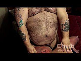 大毛茸茸的肚皮熊
