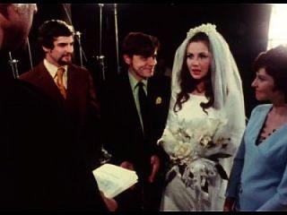 新娘在婚礼上给口口交换新郎