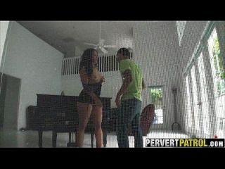 窥探一个家伙殴打他的女孩miss raquel.1