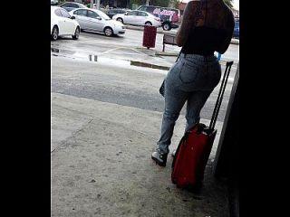 大赃物在巴士站