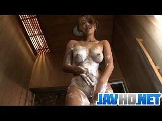 karen yuuki开始在温暖的淋浴手淫