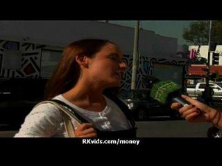 裸体女孩和他妈的性交视频28