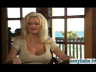 stacy情人节在海滩手淫