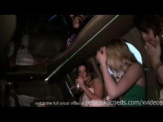 春季休假的派对女孩赤身裸体在南太平洋德克萨斯州