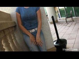 女孩尿尿裤和内裤n2p拖车24