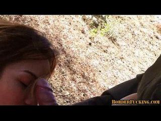 热辣黑发墨西哥女孩被边境巡逻抓住和他妈的4