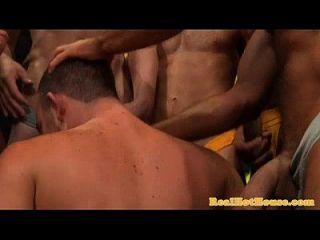 gaysex hunk blowbang和rimming乐趣