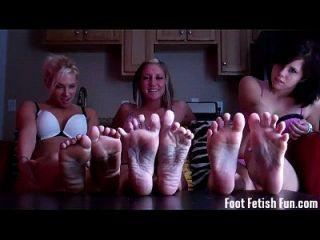 你喜欢踢我们漂亮的脚