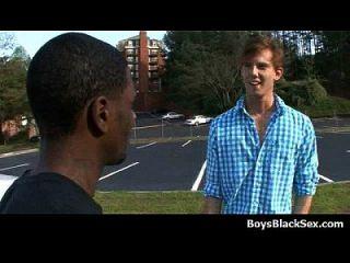 热黑色性感的家伙他妈的同性恋白人青少年男孩15