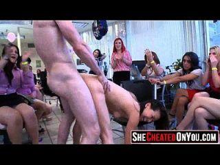 这些女人用脱衣舞者61欺骗