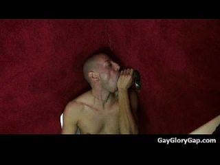 gloryholes和handjobs通过一个洞04同性恋潮湿口交