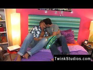 同性恋色情这两个男人卡梅伦绿道和瑞恩石是年轻,热,