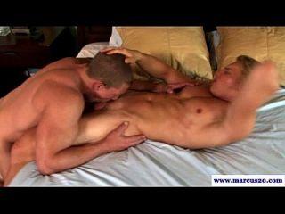 直ock吮吸肌肉男同性恋者