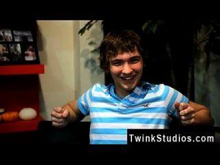 twink video josh bensan是来自俄亥俄州的一位有魅力的年轻人。 他