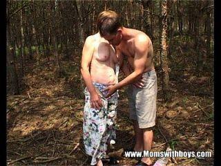 公鸡饿了老妈妈他妈的年轻肉