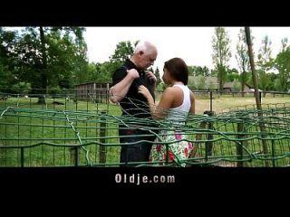 恶毒的老农夫他妈的农民青少年与空气的女主角