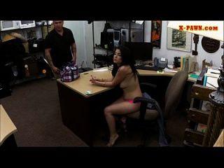拉丁女孩当铺电视,猛然挣扎赚钱