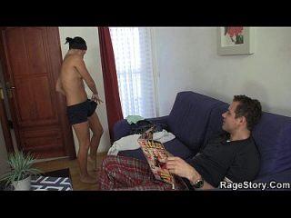 残酷的口交和沐浴后粗糙的性感