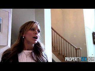 物业性感小小的房地产经纪人骗了他妈的相机