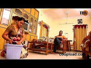 panimanishi在房子的卧室里浪漫