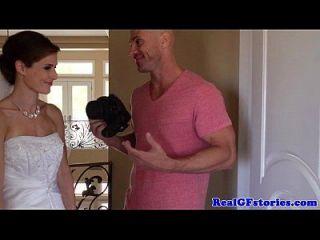令人惊叹的新娘由她的摄影师面膜