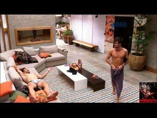 大哥巴西bbb rafael fica pelado e mostra o pau,pinto,pênis