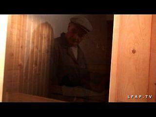 libertine francaise sodomisee au桑拿dans un plan a 3 avec papy voyeur