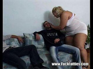 肥胖的看守护士和他妈的两个角质的螺柱