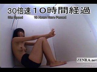 裸体的日本女学生荣耀孔在小盒子字幕