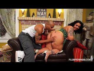 性感的bbw diana nicole得到她的巨大的屁股他妈的