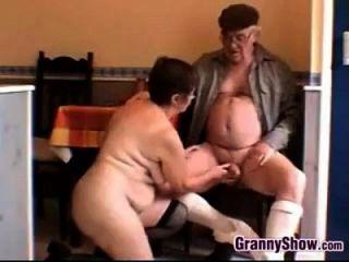 有角色的奶奶和爷爷做爱