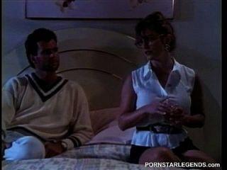 ashlyn从热烈的性行为出汗