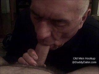 爷爷silverdaddy燕子暨从未切割的公鸡和舔我的脚趾