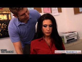 丰满的性别老师jessica jaymes他妈的在上课