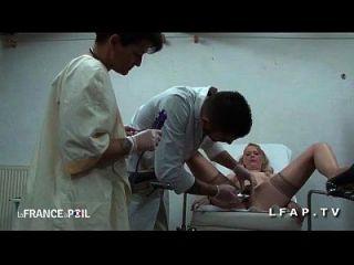 ffm cougar sodomisee par l助手chez le gyneco aux gros seins