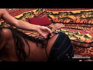 漂亮的大胸膛法国黑色深肛门他妈的和身体上铸造铸造