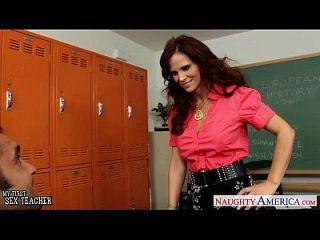 红头发的老师,他们在教室里