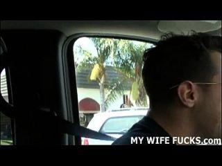 看着一个陌生人犁你的妻子怎么样?