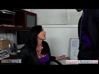 hottie黑发肯德拉情欲他妈的在办公室