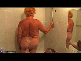 oldnanny胖胖的奶奶沐浴,然后有三人一组