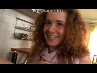 色情娃娃厨房性视频场景1
