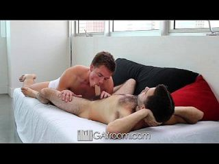 hd gayroom男人吮吸他妈的男朋友
