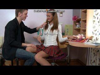 她的第一个肛交他妈的会话录影带的大学女生