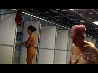 鞣制的宝贝在淋浴
