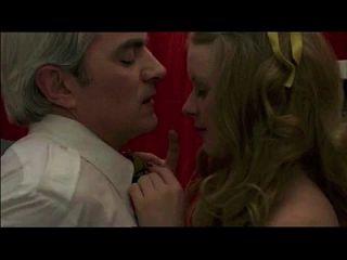 偷渡者抓捕青少年的老人,在射手座的迹象(1978)性爱场面1