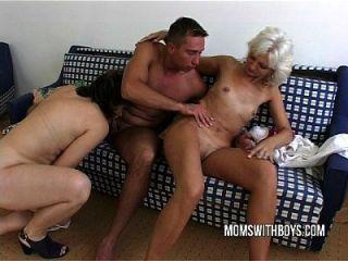 热成熟的女士铁杆肛门与年轻的螺柱
