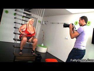 大肚子脂肪摄影会导致性交困难
