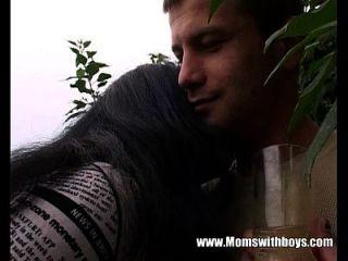 年轻的园丁要他妈的他的角质成熟的客户